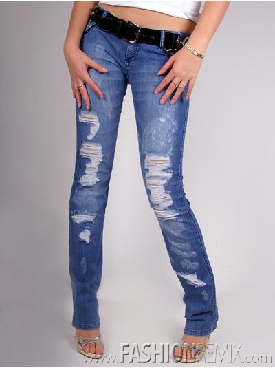 """Женские джинсы 2011 в стиле  """"гранж """" выглядят так, будто бы в них еще сам..."""