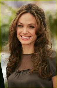 фото Джоли хорошо выглядит