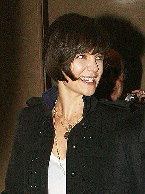 На фото: Кэти Холмс стрижка 2010