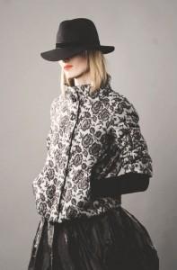 Осенняя куртка трикотажные  рукава