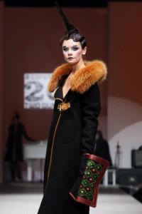 Зимнее  пальто с песцовым воротником 2011