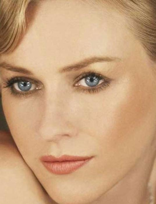 макияж для блондинки с голубыми глазами.