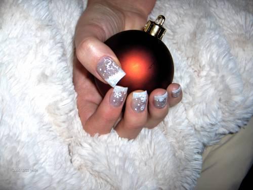 рисунки на ногтях на белых: