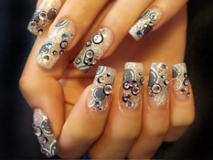 красивый новогодний маникюр с рисунком на ногтях