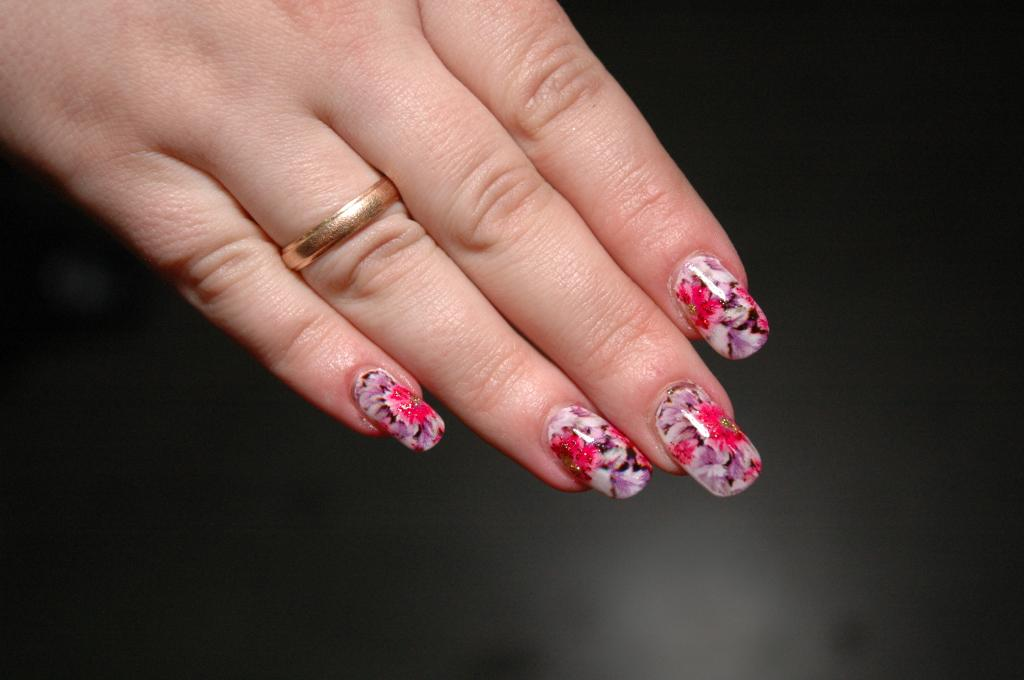 Рисунки цветочки на своих ногтях фото