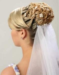 Прически для невесты с длинной фатой