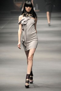 модные короткие вечерние платья 2011