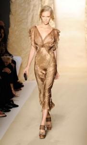 золотистые модные вечерние платья 2011