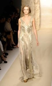 вечерние золотистые платья 2011