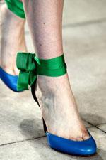 модная цветная обувь весна-лето 2011