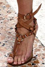 обувь на каблуке с ремешками весна-лето 2011