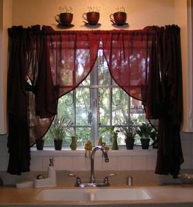 классические шторы для кухни фото