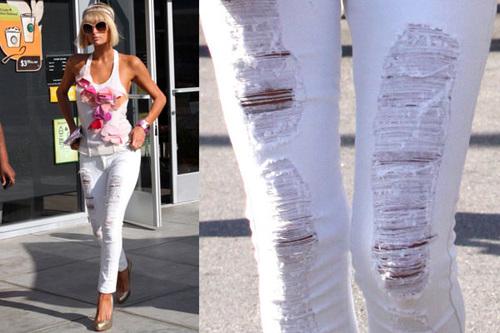 перис хилтон в белых джинсах