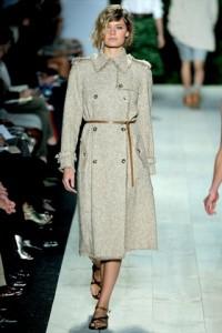 модные плащи 2011 с поясом фото