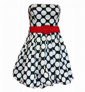 черное платье в белый горошек с красным поясом