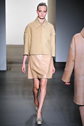 модная куртка calvin klein с рукавами в одну длину