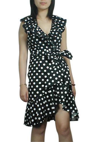 модное черное платье в белый горошек