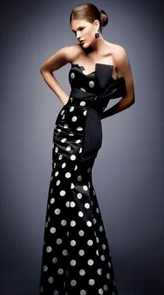 вечернее черное платье в горошек