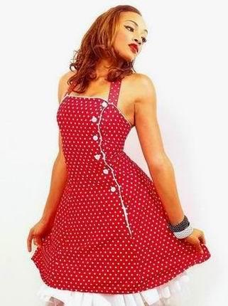 красное платье в мелкий белый горошек