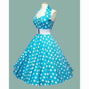 синее платье в белый горошек ретро