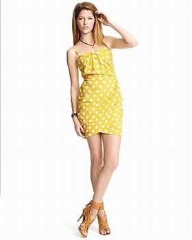 летнее желтое платье в горошек
