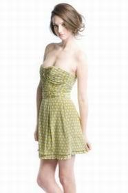 короткое зеленое платье в горошек