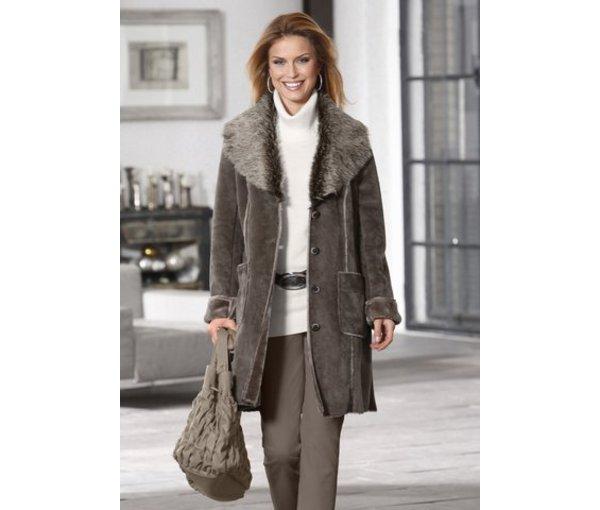 модное пальто с меховыми отворотами 2012