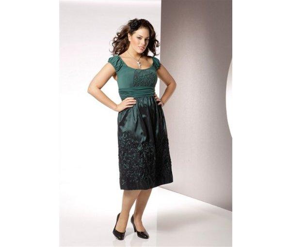 модное коктейльное платье для полных девушек