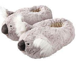 что подарить подруге на новый 2012 год? тапочки коалы!