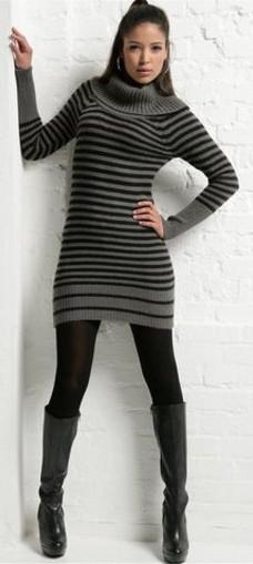 модное трикотажное платье в полоску