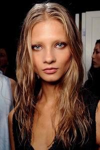 модная стрижка 2012 для длинных волос - каскад