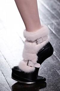 модная меховая обувь этой осени Alexander McQueen