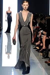 модное платье с треугольным вырезом 2012-2013