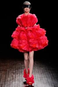 красное платье осень-зима 2012-2013 Alexander McQueen
