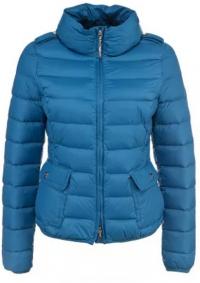 голубая теплая куртка
