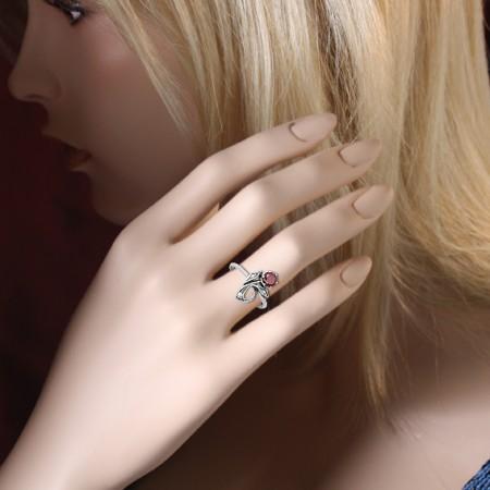 Дарим серебренное кольцо с гранатом