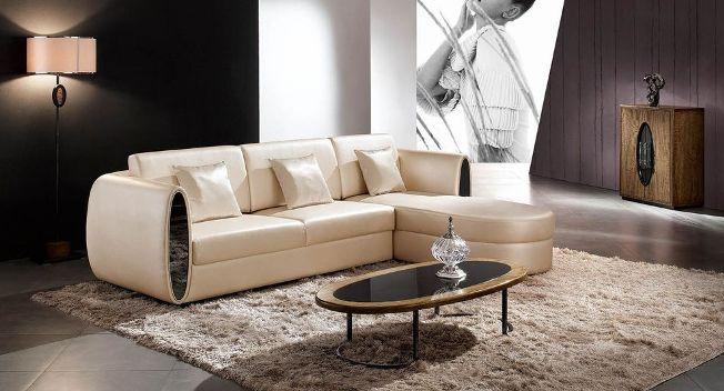 кожаный-диван-в-гостиной