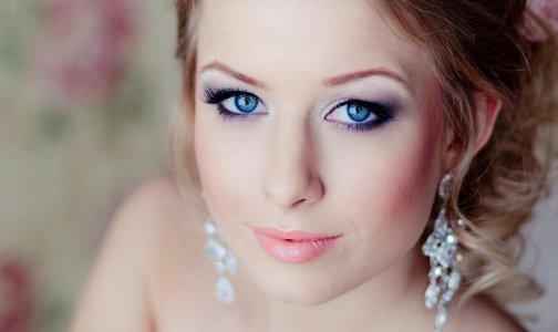 макияж-к-белому-платью