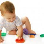Какие развивающие игрушки выбрать для детей до года?