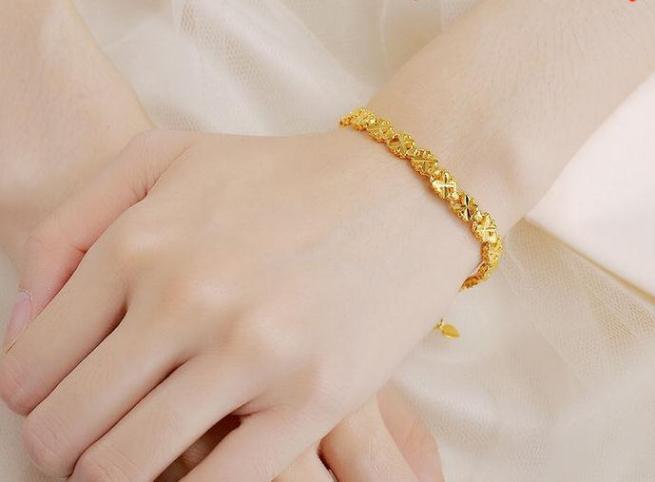 золотой-браслет