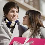 Как выбрать оригинальный подарок молодым родителям?