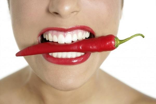 karandash-dlya-otbelivanija-zubov