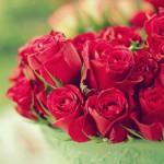 Доставка цветов с дополнительными аксессуарами