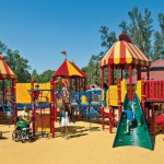 Как обезопасить ребенка на детской площадке?