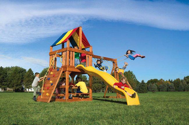 Как обезопасить ребенка на детской площадке