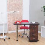 По каким параметрам выбрать маникюрный стол?